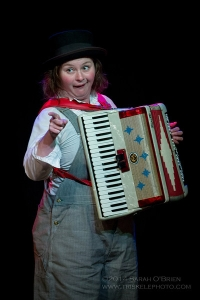 Luz on an accordian